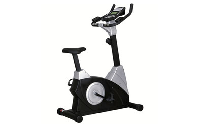What are the advantages of smart fitness equipment over traditional equipment?